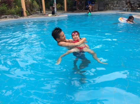 swimming_with_daddy