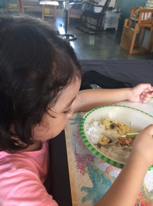 kid_eating_lunch