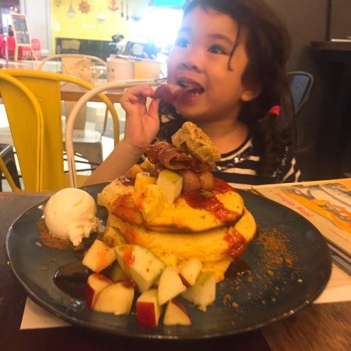 Akira_pancakes
