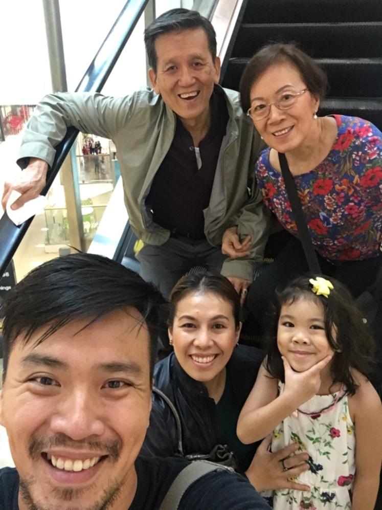 Christmas_family_selfie