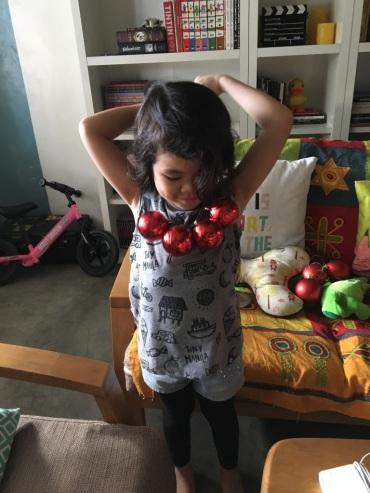 discovering_Christmas_balls