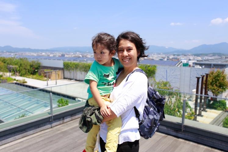 Tsubame_No_Mori_Hiroba_observatory_mama_and_baby